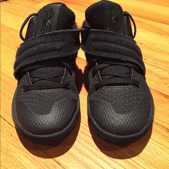 wholesale dealer 35901 e3543 Kyrie 2 black low tops kids